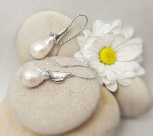 Claudia-galavis-pendientes-flor-foto-de-joyas-artesanales-sound-graph